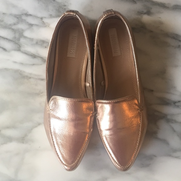 1134a5bee63 Forever 21 Shoes - Forever 21 rose gold metallic loafers